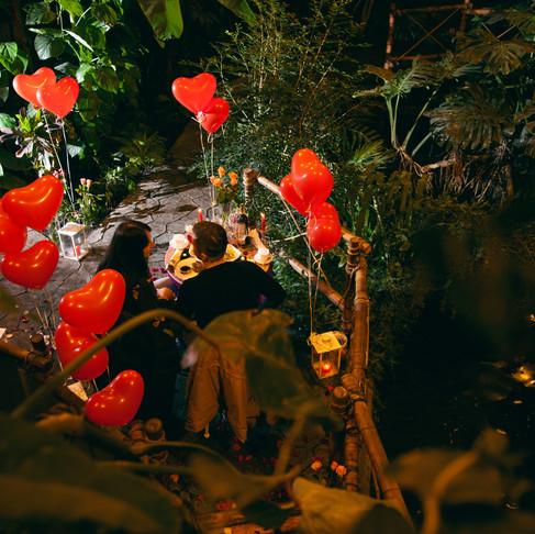 Романтика в Джунглях у водопада