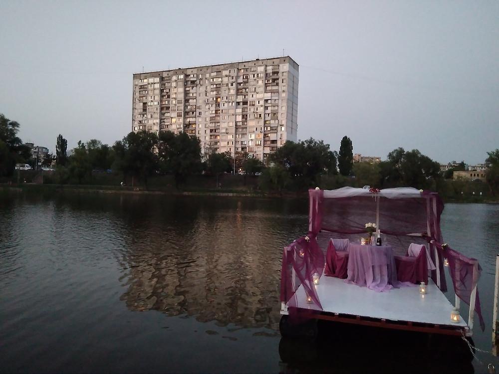 Альтечо, Романтический ужин на плоту посреди озера 4