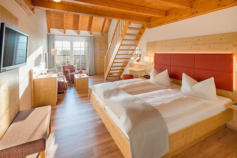 Honiggras Schlafzimmer_Blick_zum_Balkon.