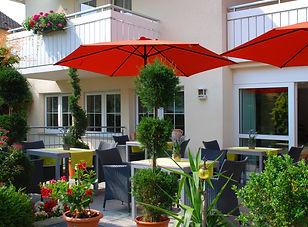 Mediterrane Garten-Terrasse.jpg