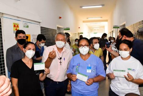 Profissionais da linha de frente da UPA Catanduva começam a tomar vacina contra Covid-19