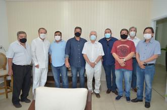 Hospital Mahatma Gandhi recebe a visita do renomado político e médico Eleuses Paiva