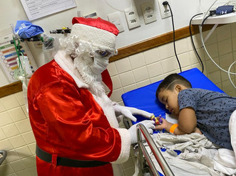 Administração da UPA de Carapina, em Serra-ES, comemora final de ano com Papai Noel