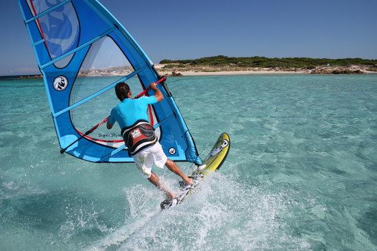 le-windsurf-sur-un-lagon