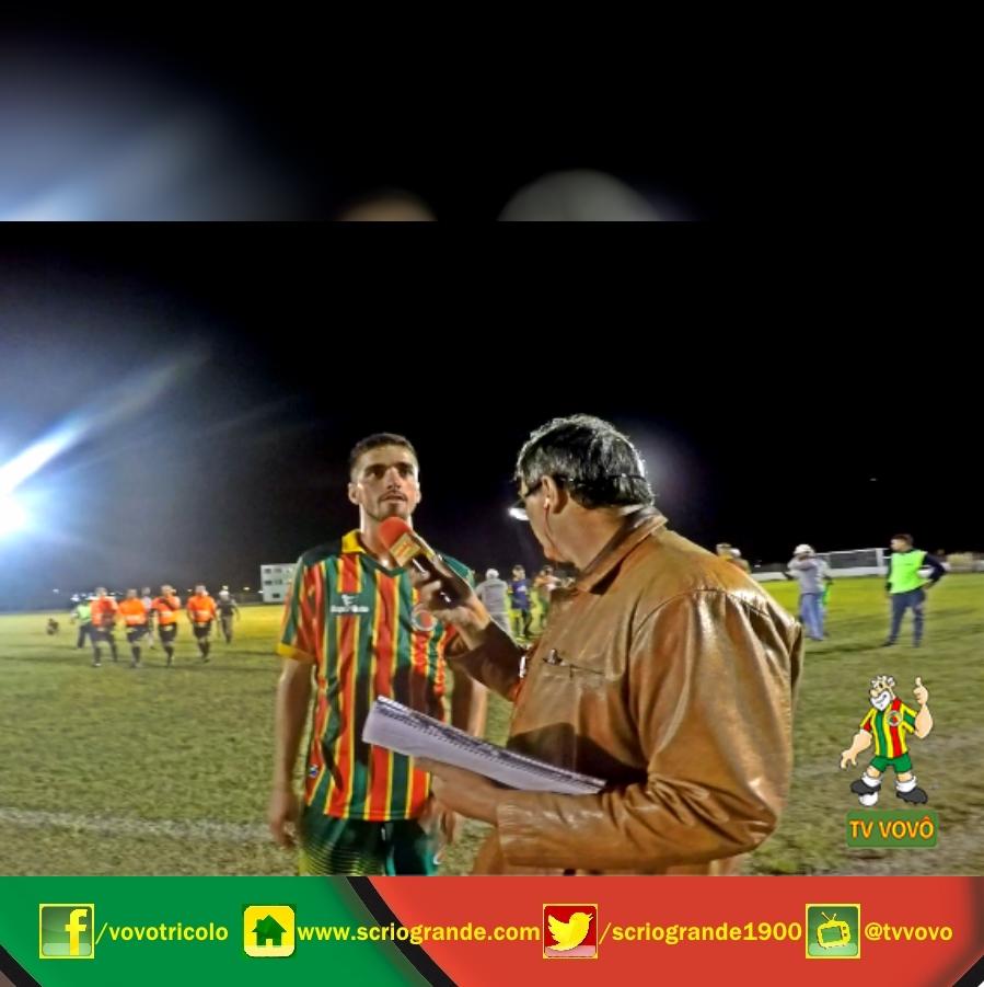 João Pedro - Meio campista