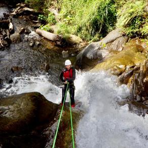 Baños, Ecuador: door het water aan een draadje