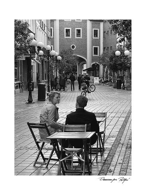Café au coin de la rue