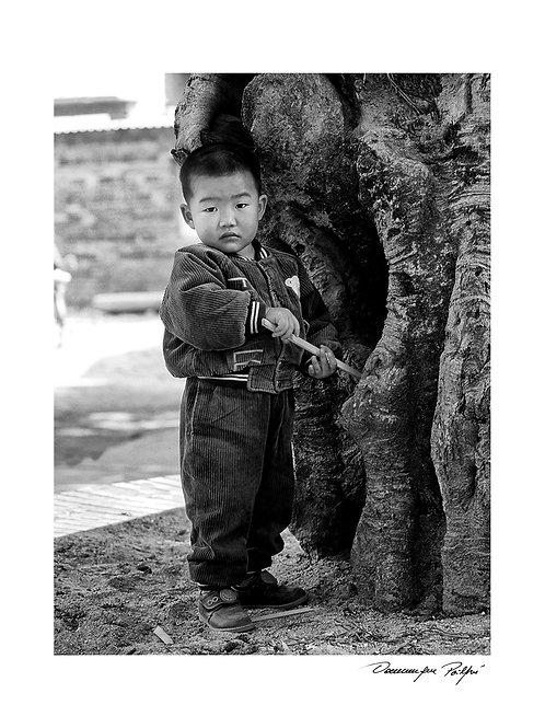Enfant et le tronc