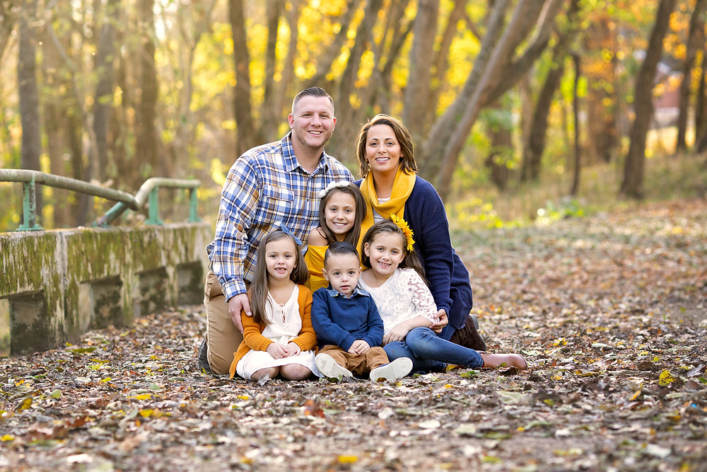 autumn outdoor portrait of a large family