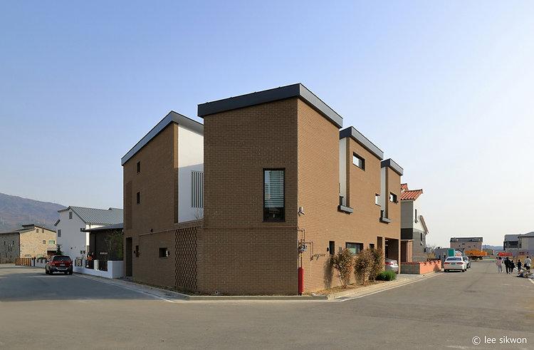 03. 부정형의대지를 온전히 사용하고자 만들어진 집은 여러동의 건물이 이