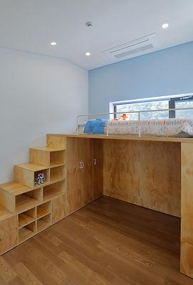 16. 자녀방 2- 취향에 맞추어 가구를 이용하여 공간을 풍성하게 만들어