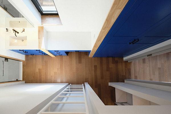 15. 드레스룸 - 다락을 이용해 짜투리공간을 최대한 활용한다..jpg