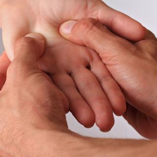 Réflexologie des mains, des oreilles et de la tête
