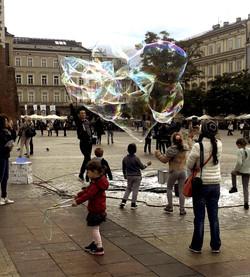 Bubbles in the Market Square