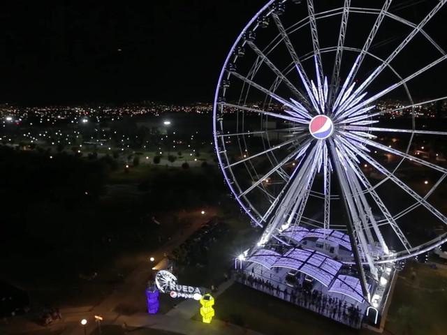 Filmación de vídeo con drone en escenas nocturnas. Monterrety, NL