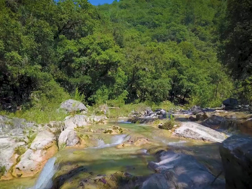 Videofilmación aérea con drone en parajes naturales.