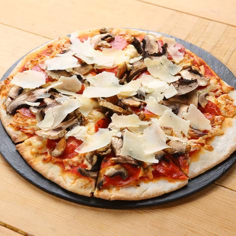 Pizza Pepperoni con Champiñones