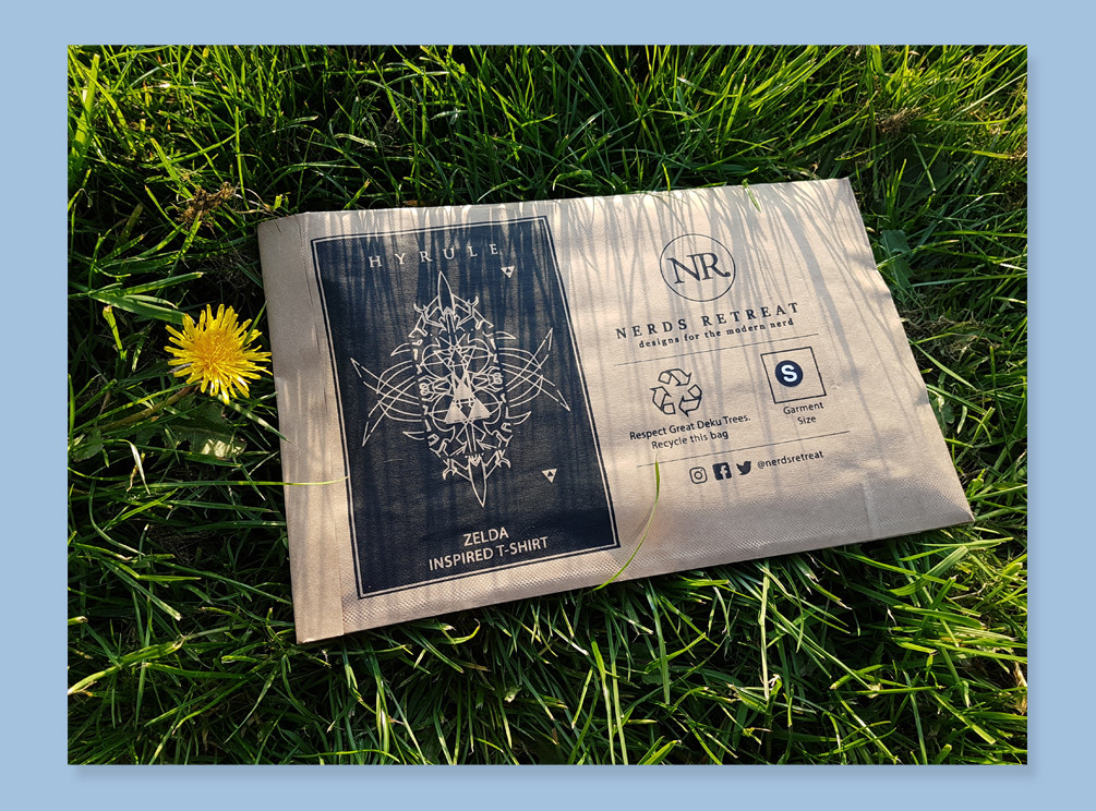 Paper eco-packaging for T-shirts