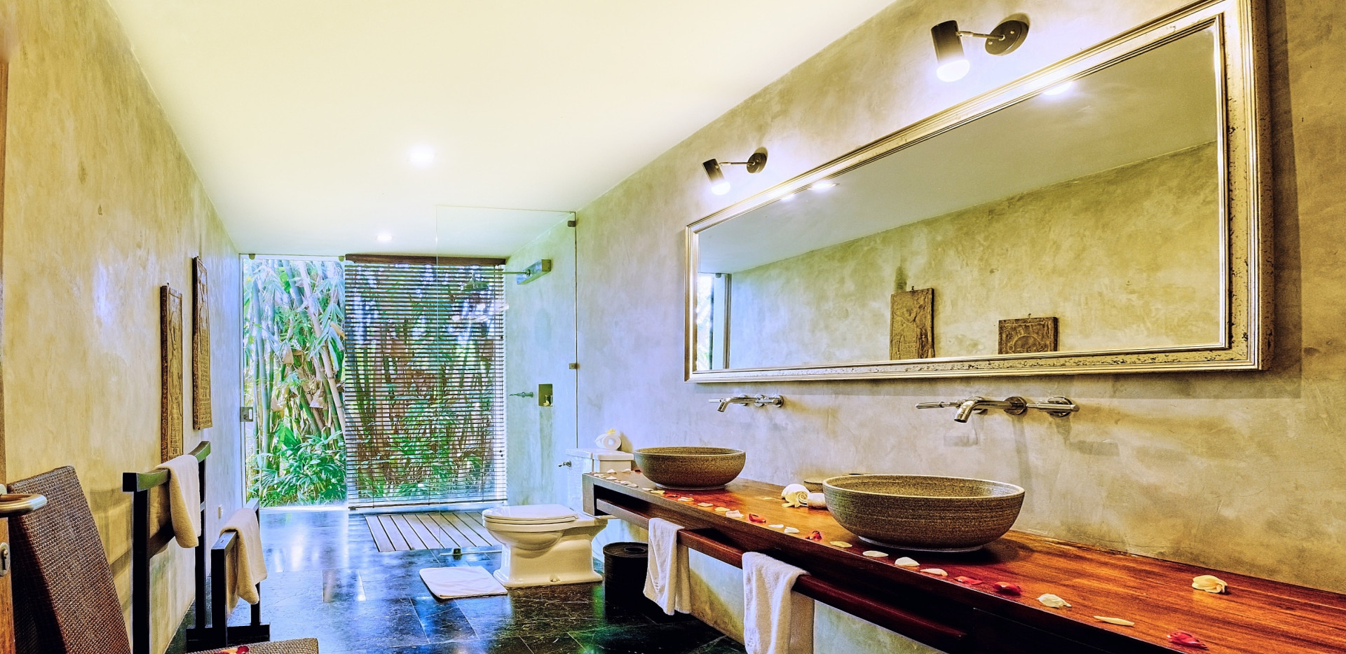 Wahyu-Villa-bathroom-bd2-view-1 .jpg