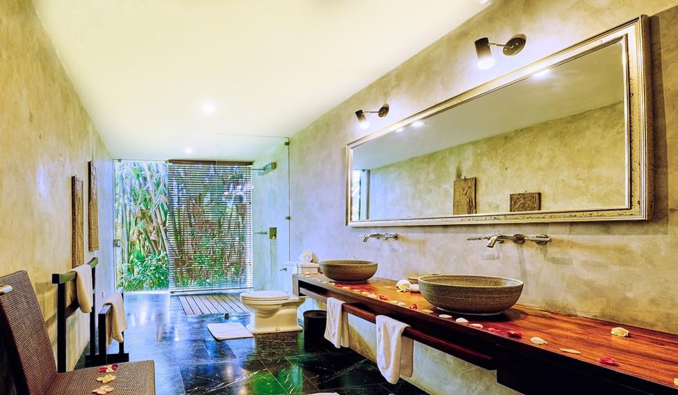 Wahyu-Villa-bathroom-bd2-view-1 .jpg