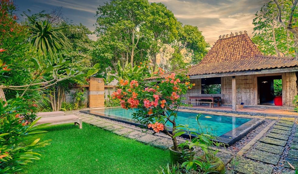 Wahyu-Villa-honeymoon-pool-view-1 .jpg