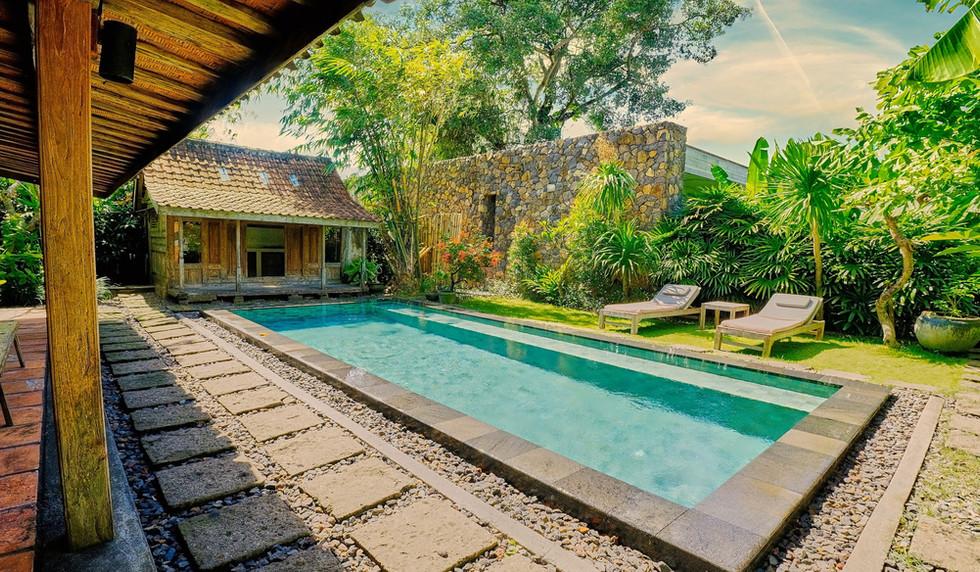Wahyu-Villa-honeymoon-pool-view-4 .jpg