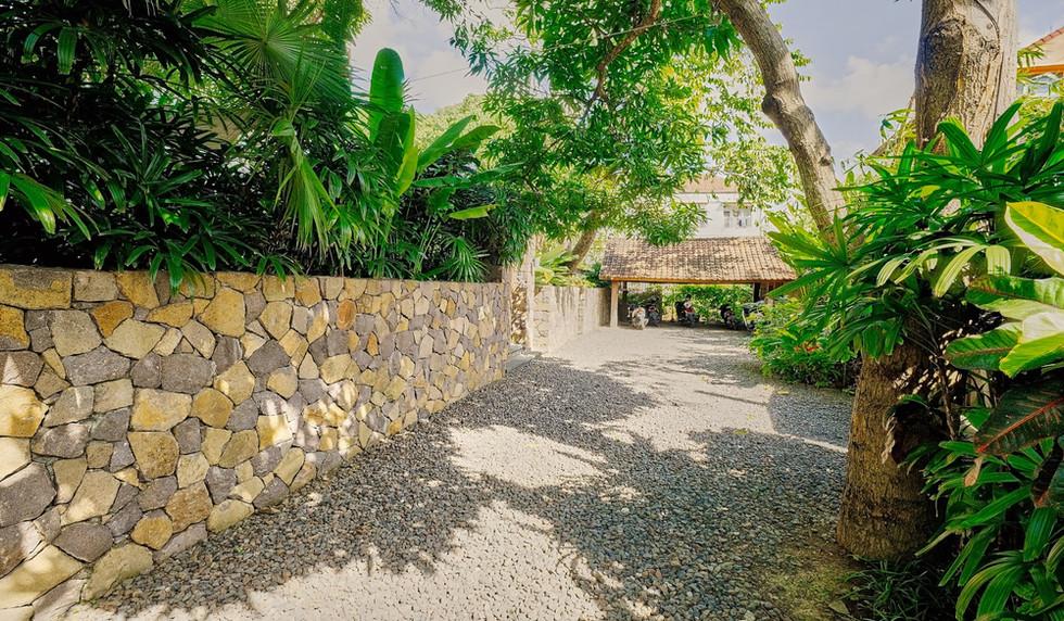 Wahyu-Villa-parking-view-1 .jpg