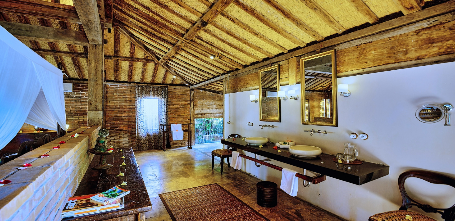 Wahyu-Villa-honeymoon-suite-bathroom-vie