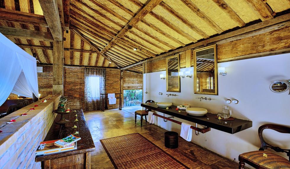Wahyu-Villa-honeymoon-suite-bathroom-vie