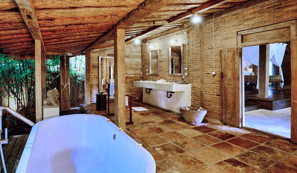 Wahyu-Villa-master-joglo-suite-bathroom-