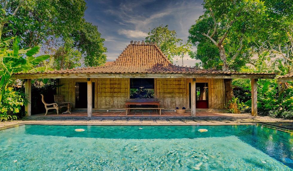 Wahyu-Villa-honeymoon-pool-view-3 .jpg