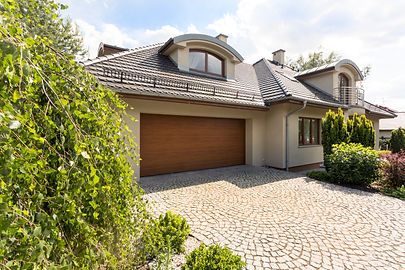 detached-house-exterior-with-cobblestone