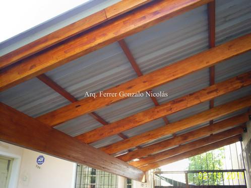 techo simple con estructura de madera y chapa color trapezoidal o sinusoidal a la vista estructura de madera compensada saligna sin machimbre ni - Techos De Madera