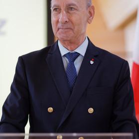 Il est temps qu'un homme comme le général MARTINEZ dirige la France