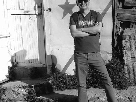 Ernesto Guajardo, un poeta que interroga al mar con el viento en contra