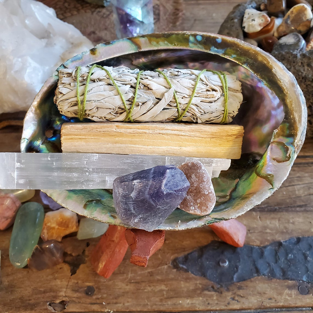 Includes 2 Crystals, Selenite, White Sage, LARGE Abalone Shell, Palo Santo Stick, Saging Kit