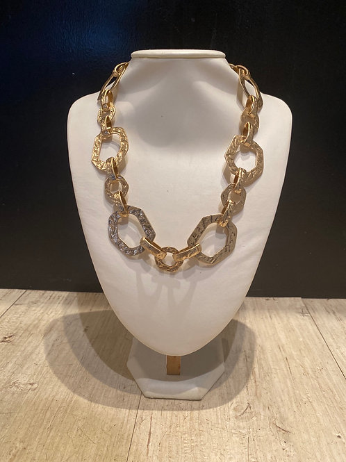 Large chainlink necklace