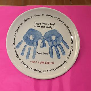 Round plate hand print