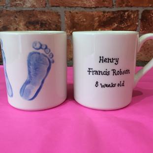 mugs foot prints