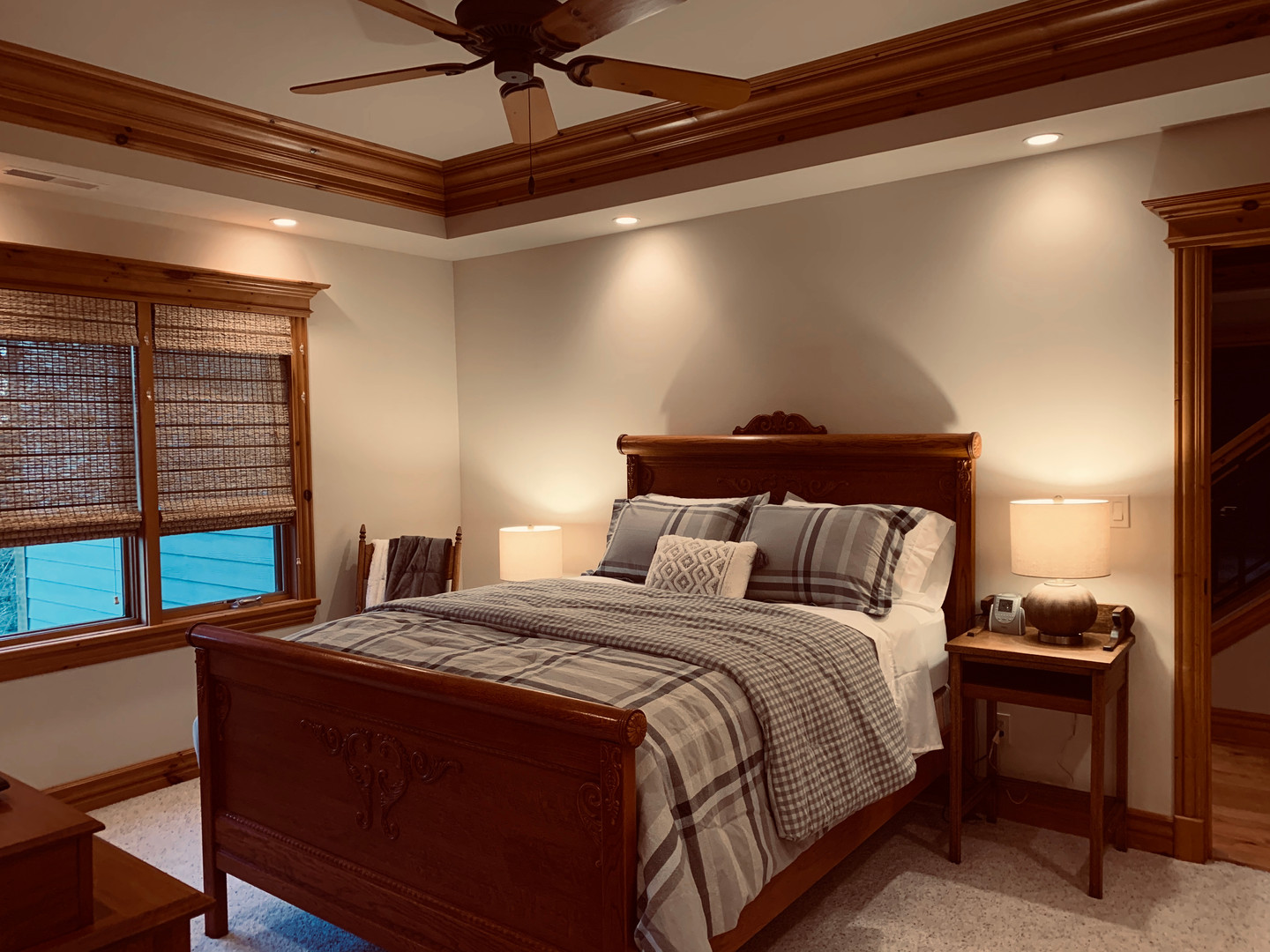 QUEEN BED WITH PRIVATE BATH