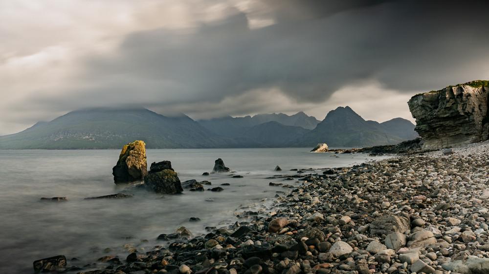 Elgol rocky beach mountains background