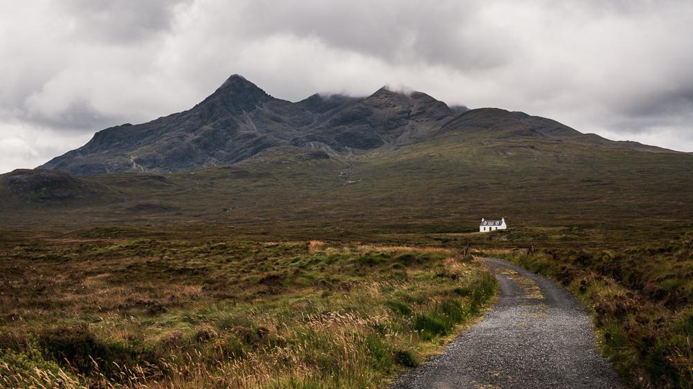 Small house big mountain
