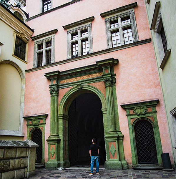 man inspecting arches in wawel castle