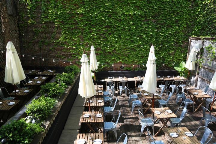 Backyard Dining, PhotoCredit: The Gran Electra