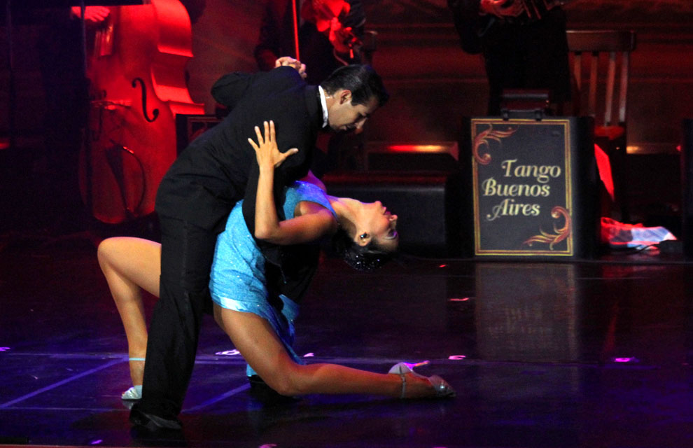 a_tango-buenos-aire-a.jpg
