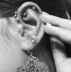 ear_kara_piercing