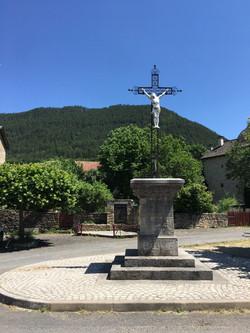 Croix place d'Esclanèdes.JPG