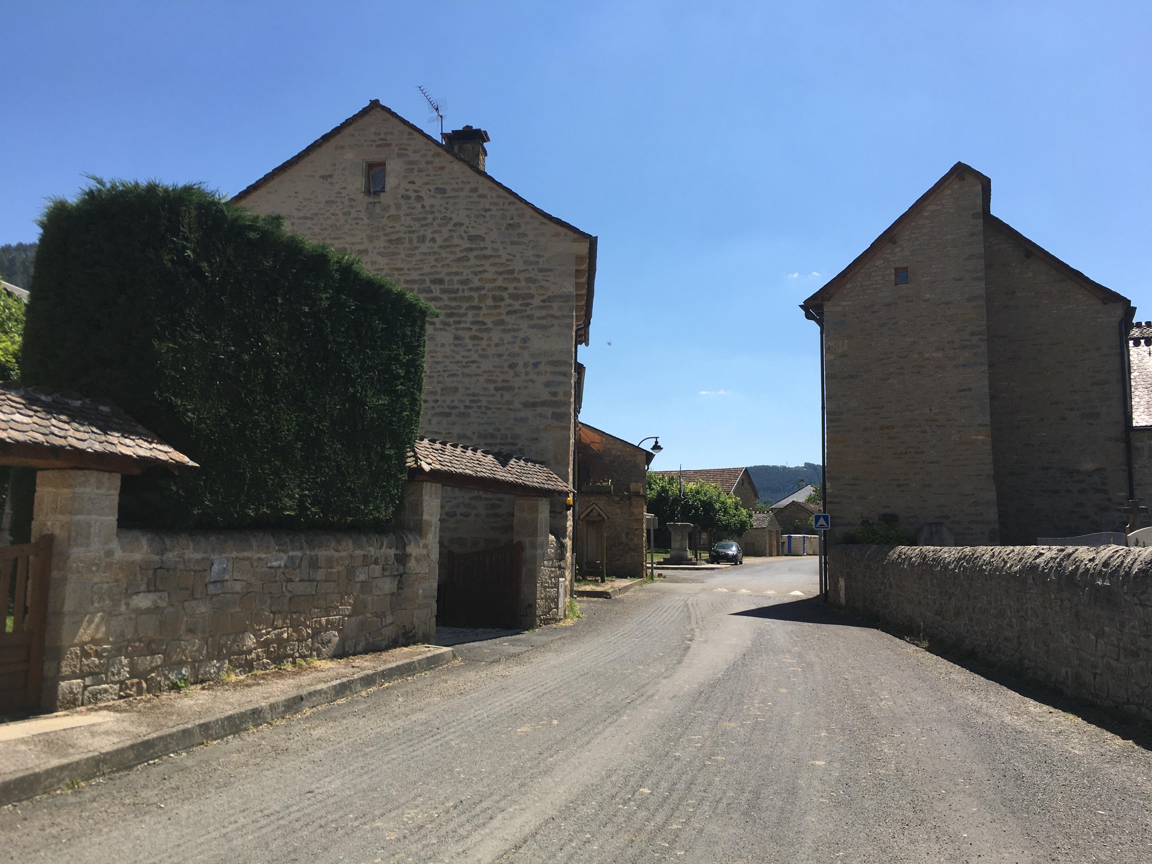 Esclanèdes village.JPG