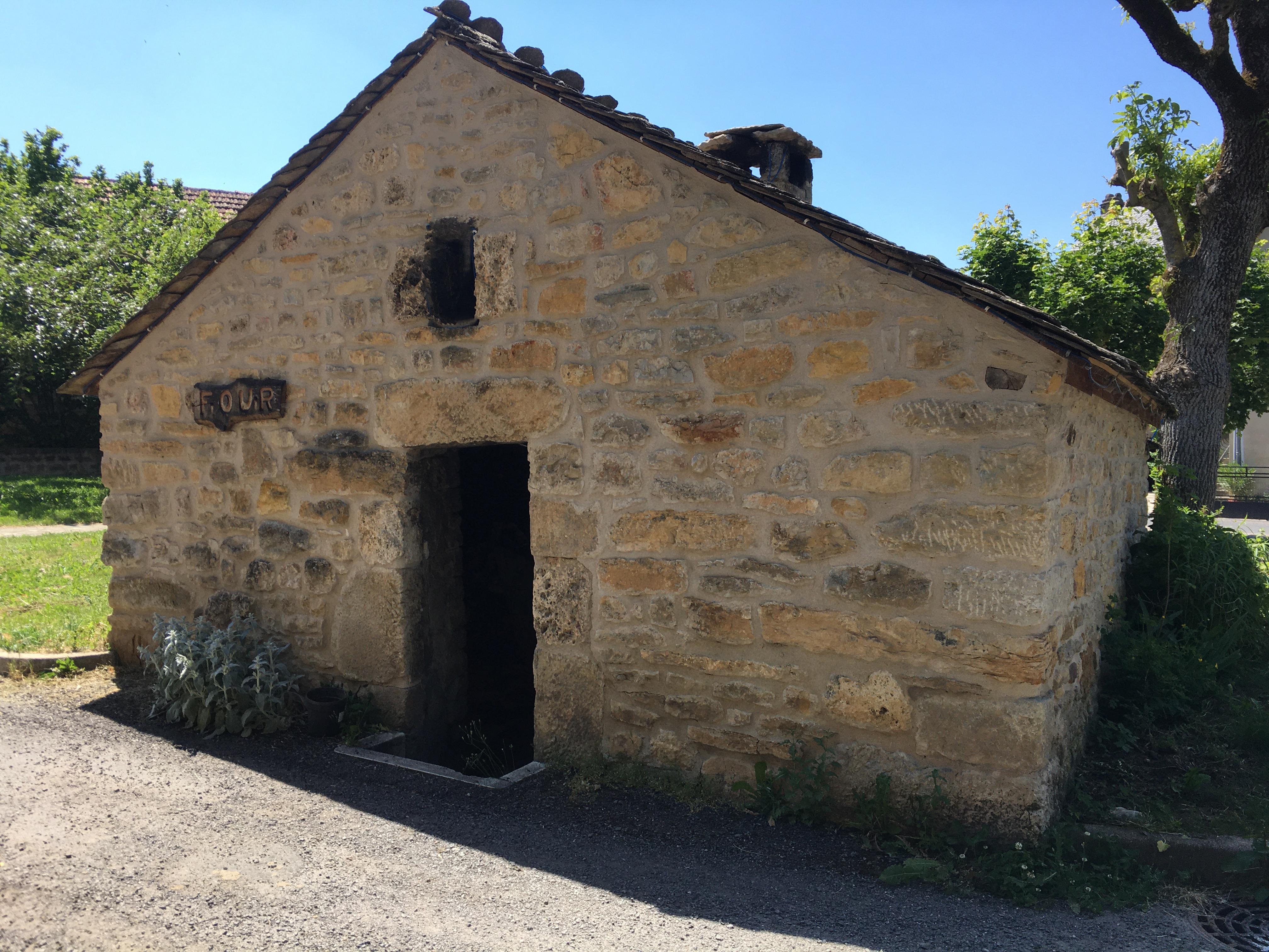 Four place d'Esclanèdes.JPG