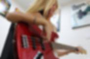 שיעור גיטרה בס
